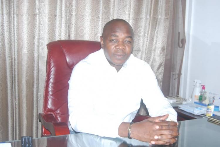 Directeur de l'hopital Laquintini de Douala, le Professeur Noël ESSOMBA
